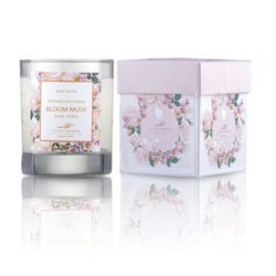 LITTLE SECRETS bloom musk soya candle – Eνυδατικό, αρωματικό κερί με άρωμα white musk