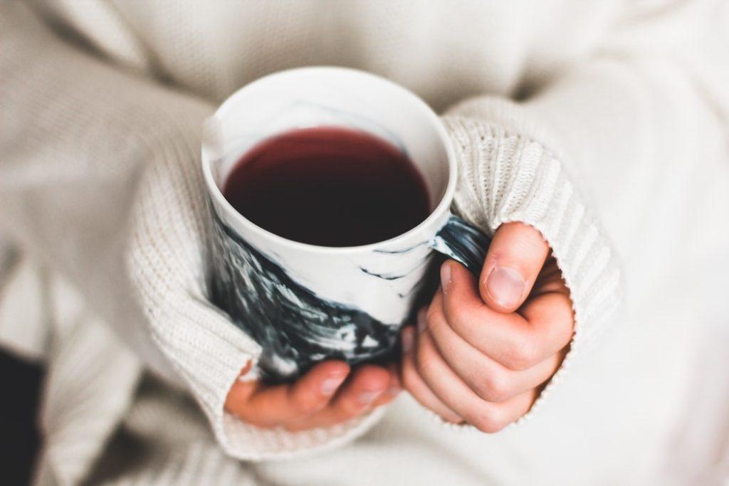 hands-holding-coffee-mug